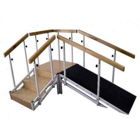 Escalera con rampa metálica con pasamanos