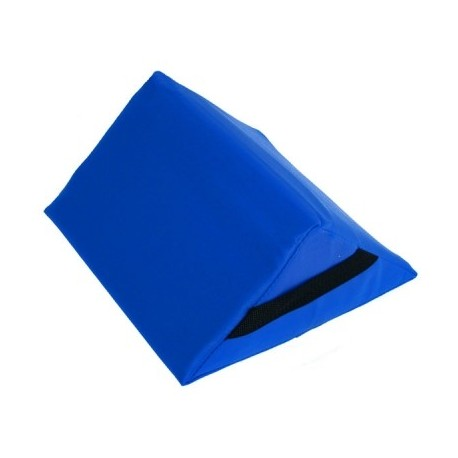 Cojin triangular, medidas 28 x 30 x 13 cm.